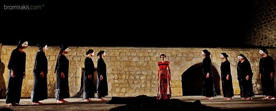 """Για τη """"Μήδεια"""" του Ευριπίδη (1): αμφίσημη Μήδεια, αμφίθυμοι θεατές"""